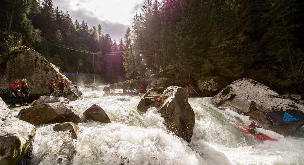 Go on a rafting tour in the Ötztal valley